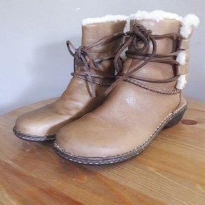 Ugg Caspia boot